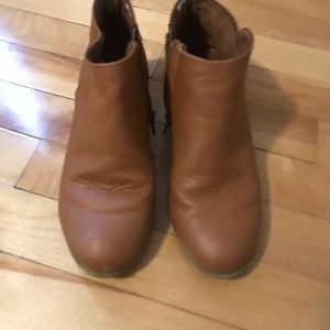 Girls size 3 Old Navy brown booties